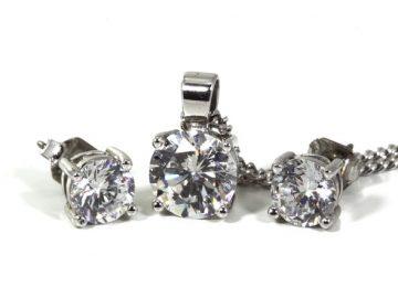 עגילי יהלום צמודים: פריט חובה במלתחה של כל אישה